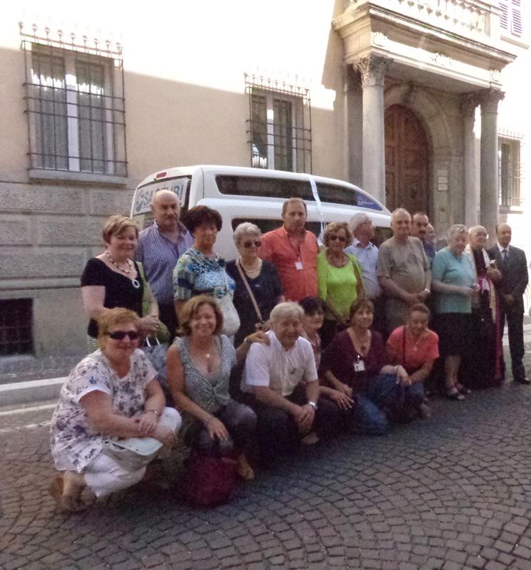 Volontari auser con la presidente di Forli e il sindaco di Modigliana