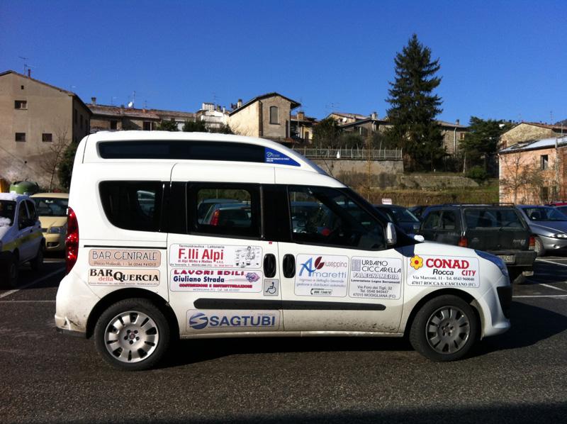 Doblò acquistato grazie al contributi di aziende e commercianti di Modigliana Tredozio e Rocca San casciano